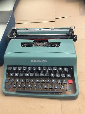 SUPERB 'OLIVETTI LETTERA 32' PORTABLE TYPEWRITER Retro Blue Lovely Case