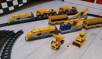 Caterpillar CAT 30Piece Train Set 30 pieces Battery Operated Excellent Condition
