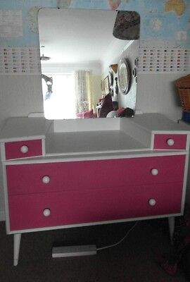 Girls Dressing Table In White With Bright Pink Drawers