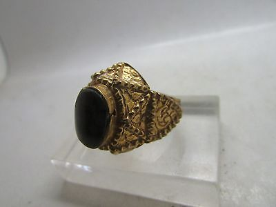 Beautiful antique Islamic 9ct gold ring with carnelian stone