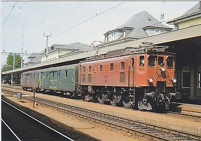 *SWITZERLAND     ( SBB ) 1925 loco # 10439 with train in Solothurn in 1978