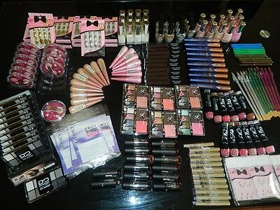 Destockage Lot 200 maquillage neuf revendeur Yes Love création lamis ddonna
