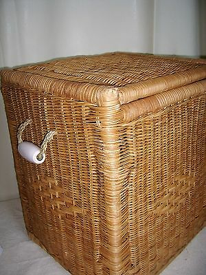 Wicker Laundery Basket with Lid on Hinge,Porcelain handles