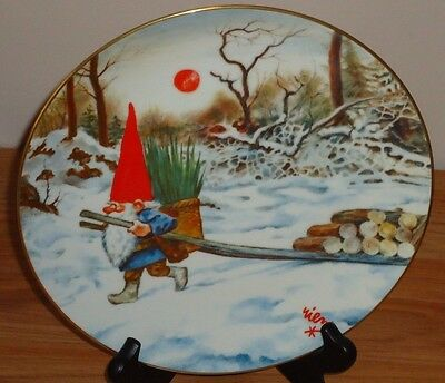 KEEP THE GNOME FIRES BURNING by Rien Poortvliet PLATE Gnomes 4 Seasons..Winter