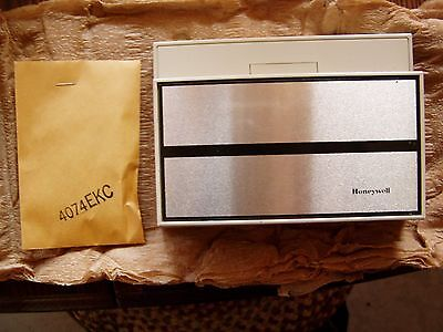 Locking thermostat cover Honeywell TG504A 1025 for T874 thermostat 1033 & other