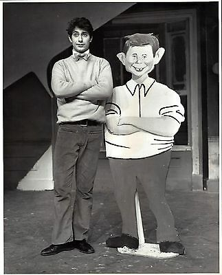 """Paul Sand """"THE MAD SHOW"""" Mary Rodgers / Stephen Sondheim 1966 Press Photo"""