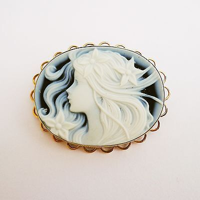 9CT GOLD black white porcelain cameo  BROOCH.