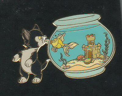 Figaro cat & Cleo fish Auctions P.I.N.S. Authentic Disney Pinocchio Pin On Card