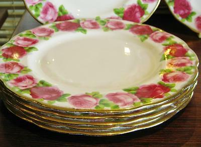 Beautiful vintage Royal Albert OLD ENGLISH ROSES dinner plate.