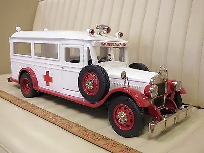 RETRO 1-2-3 Vintage Ambulance Limited #037/125 metal Model