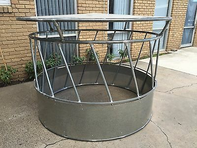 Hay Saver Round Bale Cattle Hay Feeder with Roof