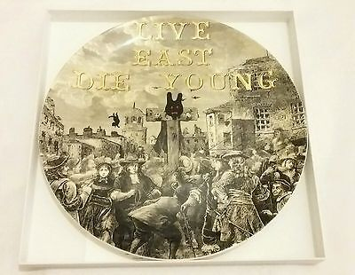 ROYAL DOULTON Street Art Pure Evil In The Pillory Plate 27cm Limited edition New