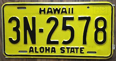 1969 Yellow Authentic Retro Hawaii Passenger Mint Unused License Plate 3N-2578