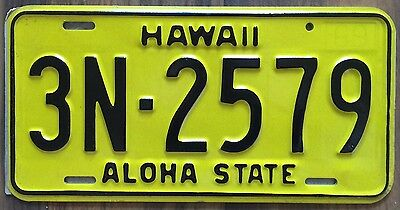 1969 Yellow Authentic Retro Hawaii Passenger Mint Unused License Plate 3N-2579