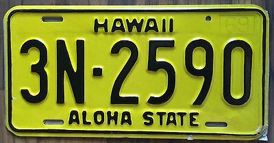 1969 Yellow Authentic Retro Hawaii Passenger Mint Unused License Plate 3N-2590
