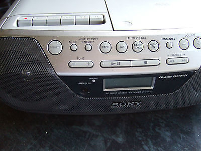 sony cfd-s05 portable cd/tape/radio boombox ( silver )