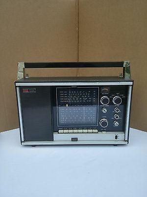 Vintage Ross Electronic model #3300 Solid State 12 Band Radio