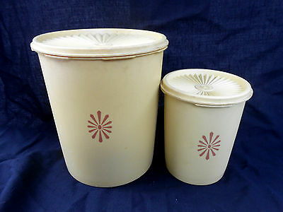 2 Vintage Tupperware Containers with Servalier Lids 22cm x 18cm and 15cm x 12cm