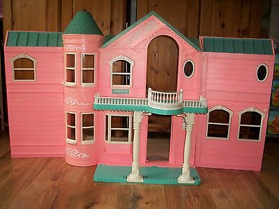 Barbie Vintage VICTORIAN  Folding Large Doll House. WITH WORKING LIFT (UP/ DOWN)
