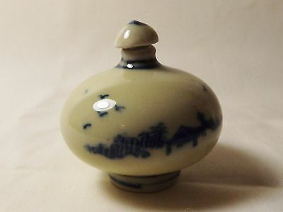 Beautiful Blue And White Round Porcelain Snuff Bottle-H7