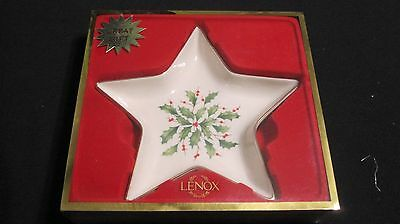 "Lenox Holiday Traditions Candy Dish ""Star Shape"" Holly & Berries Gold Rim"
