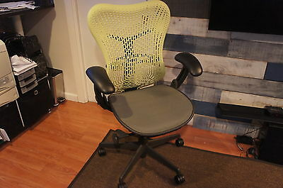 NEW DEMO! Herman Miller Mirra Fully Adjustable Tilt Graphite Citron Office Chair