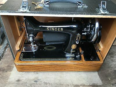 Singer 99K Sewing Machine, Vintage and collectable comes Cased with acessories
