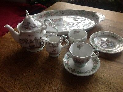 Brambly Hedge miniature tea service teaset on tray by Royal Doulton