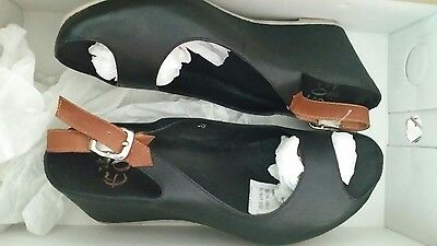EOS black & tan leather ladies wedge shoes.  Size 38. Brand New. Now 20% off !