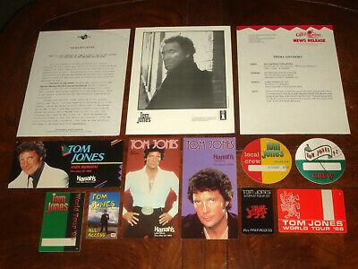 LOT OF 11 Rare TOM JONES CONCERT MEMORABILIA 1971-2006 PROGRAM, BACKSTAGE PASSES