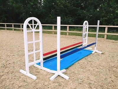 Ally Show jump stands with metal keyhole tracks. In White Red Or Blue