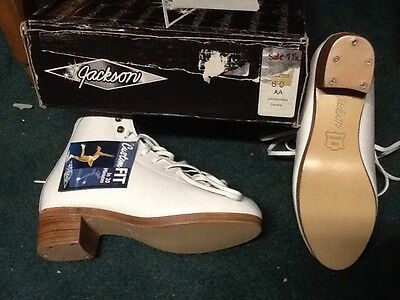New Women's Jackson model DJ2700 White Size 6 AA width Skating Boots