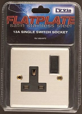 Dencon 13A 1 Gang Switched Single Switch Electric Plug Socket Flatplate Steel