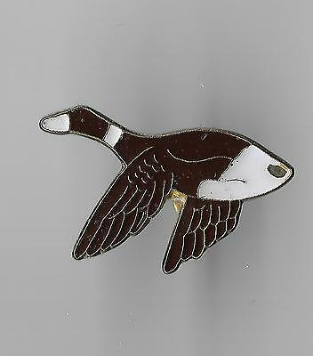Vintage Goose in Flight b2 old enamel pin