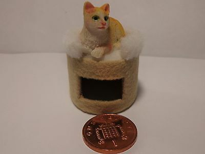 1:12 Scale Dolls House Miniature Pet Scratching Post & Cat Animal Accessory(B3)