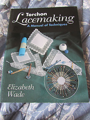 Torchon Lacemaking a Manual of Techniques by Elizabeth Wade - Paperback