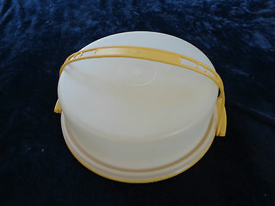 Vintage TUPPERWARE Pie Taker with Gold base & Handle *EX COND*