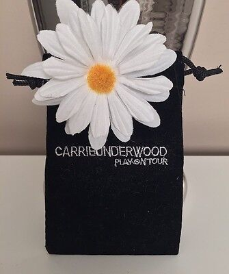 Carrie Underwood Play On Tour Clip On Daisy W/ Pouch