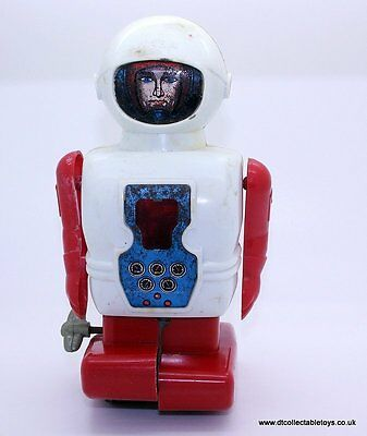 Vintage DAIYA ASTRO CAPTAIN ROBOT, 1965 Wind Up Excellent Working Condition