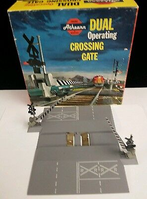 Athearn Vintage HO 3150-1:98 Dual Crossing Gate - Mint in Box