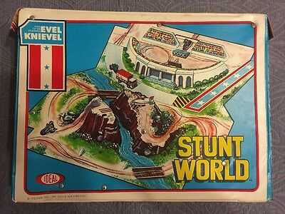 VINTAGE EVEL KNIEVEL STUNT WORLD PLAYSET IDEAL TOYS 1975-With Bike, Bike Trailer