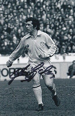 JOHNNY GILES Signed Action Photo LEEDS UNITED Autograph Memorabilia