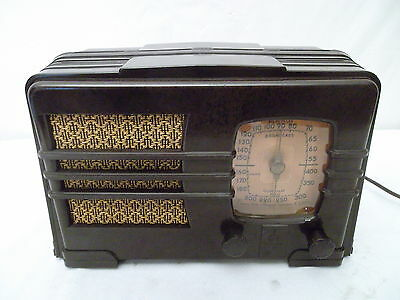 EMERSON 149 DECO Pre War VINTAGE MARBLED BAKELITE TUBE RADIO - PLAYS w/Issue
