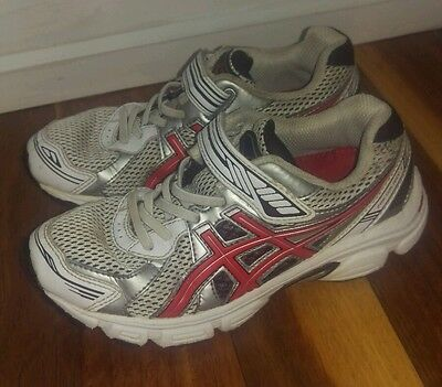 Boys size 1 asics runners shoes excellent condition