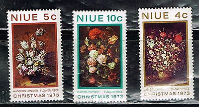 (13-156) 3  MInt  Postage sTamps from Niue