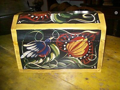 Beautiful Vintage Hand Painted Folk Art Box with hinged lid