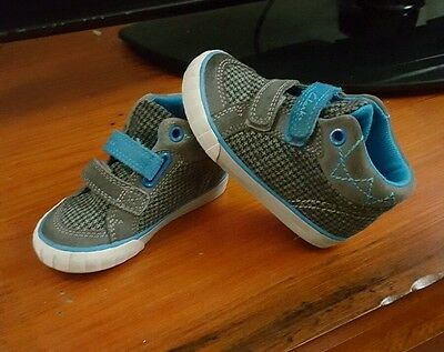 clarks runners boys size 6