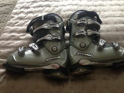 Ladies / Junior Atomic Heated Ski Boots Size 4
