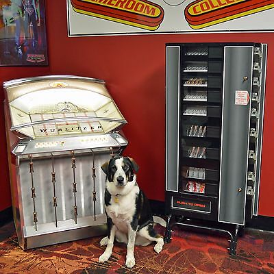 ANTARES RMC-9 CANDY / SNACK MACHINE ~ Wall Mount or Stand Alone ~ Keys Included