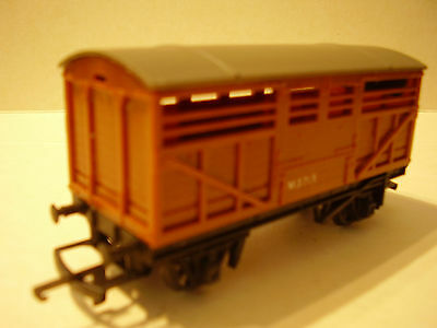 OO Triang Cattle Wagon R122 Brown (1 of 2)